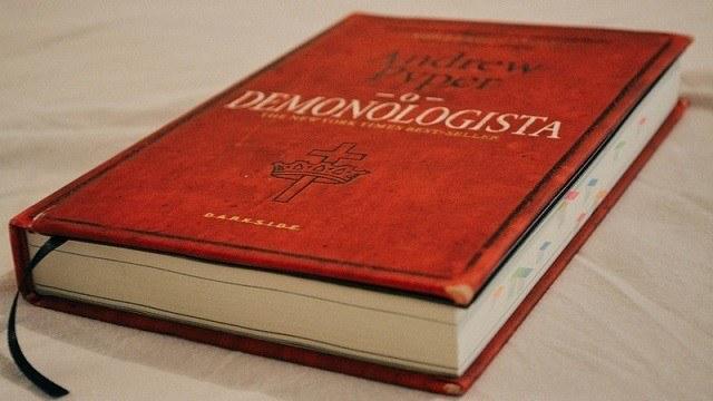 Livros que você deveria ler: O Demonologista