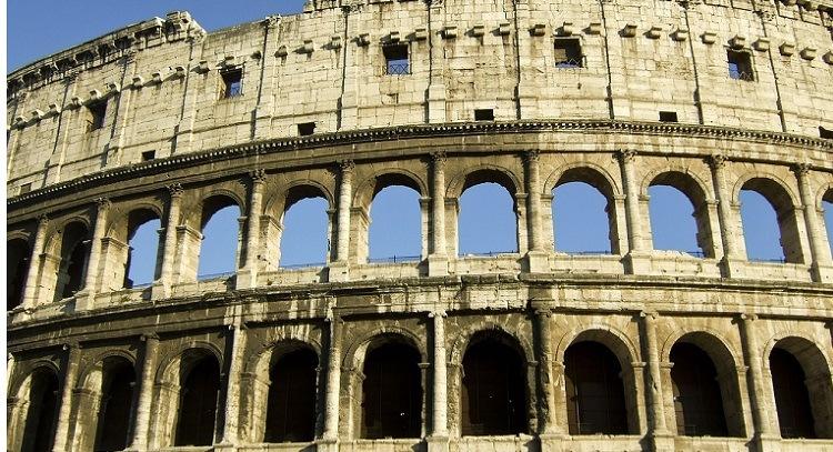 Coliseu Romano: Quem tem boca vai a Roma
