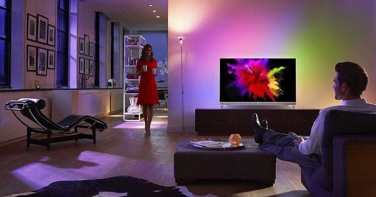 Philips-OLED-901- F -Lifestyle