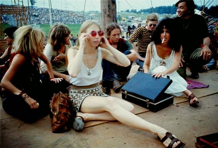 Fotos das mulheres de Woodstock mostra como elas ainda influenciam a moda atual