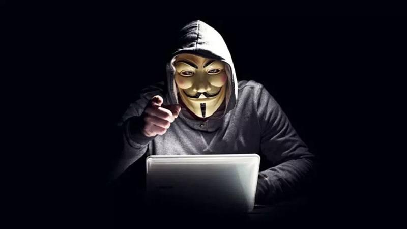 Foto de um hacker com a mascara do Guy Fawkes