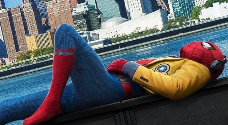 Cartaz do filme Homem-Aranha: De Volta Ao Lar - O Filme
