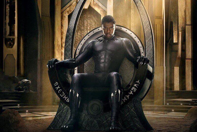 Pantera Negra sentado no Trono