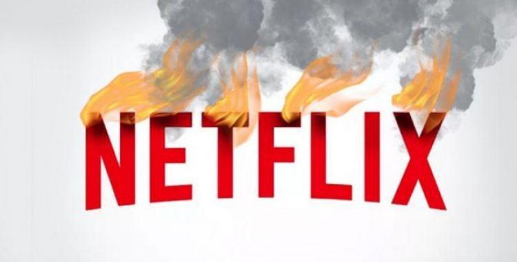 Letreiro escrito Netflix pegando fogo