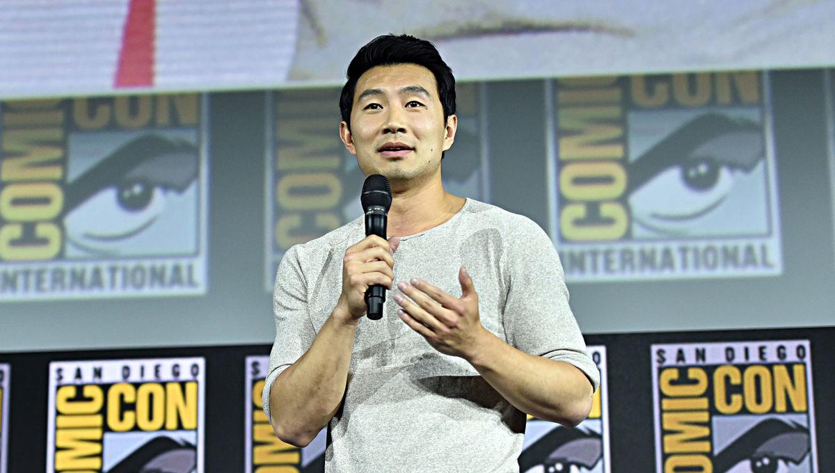 Simu Liu apresentando o filme de Shang-Chi na SDCC